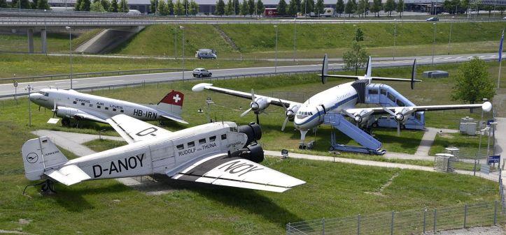 1280px-Aircraft_D-ALEM,_D-ANOY,_HB-IRN_at_Munich_Airport