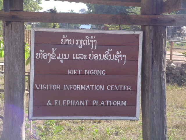 2006 Laos Ban Kiet Ngong Elephant Center 02.jpg