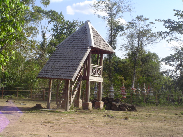 2006 Laos Ban Kiet Ngong Elephant Center 04.jpg