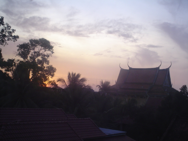 2006 Cambodia Kratie sunrise at temple 03.jpg