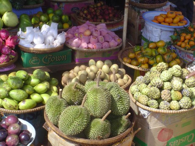 2006 Cambodia roadside market 08.jpg