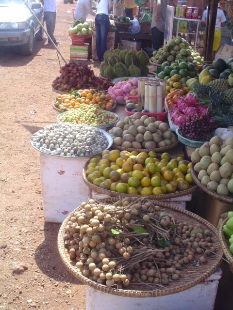 2006 Cambodia roadside market 09.jpg