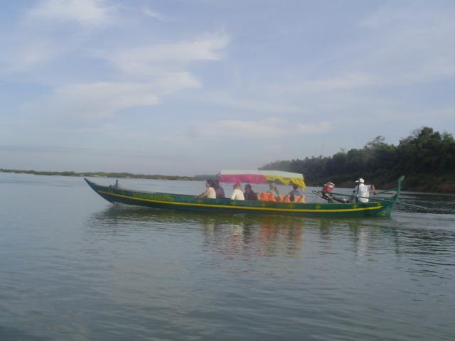 2006 Cambodia Sambo Irrawaddy river dolphins 01.jpg