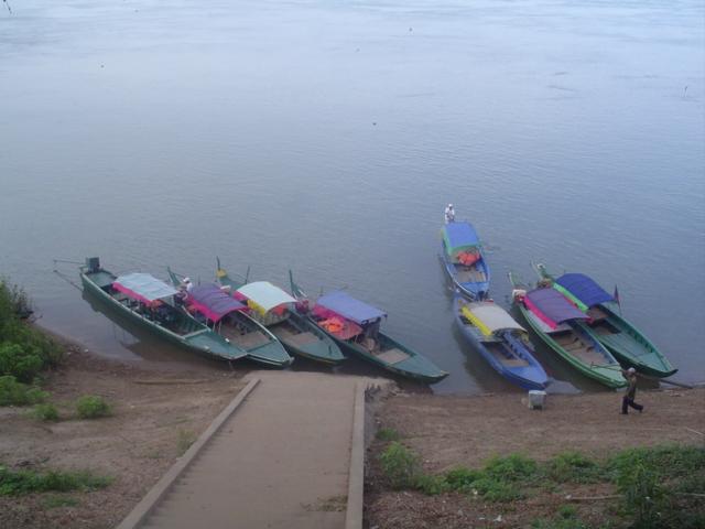 2006 Cambodia Sambo Irrawaddy river dolphins boats 01.jpg