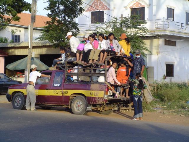 2006 Cambodia truck taxi 01.jpg