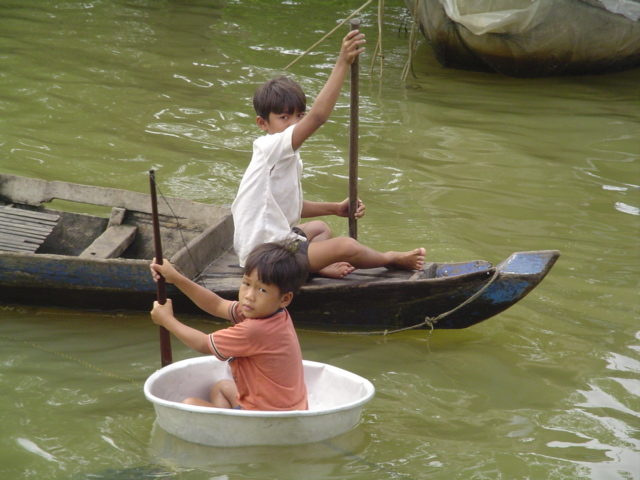 2007 Cambodia Lake Tonle Sap floating village 59.jpg