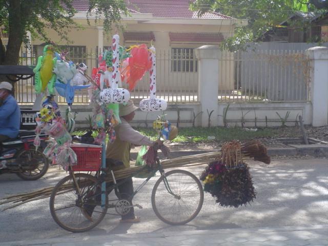 2007 Cambodia Siem Riep street scene 02.jpg